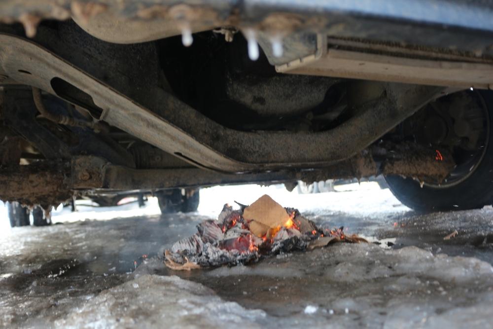 Ağrı buz kesti, araçların altına ateş yakıldı galerisi resim 5