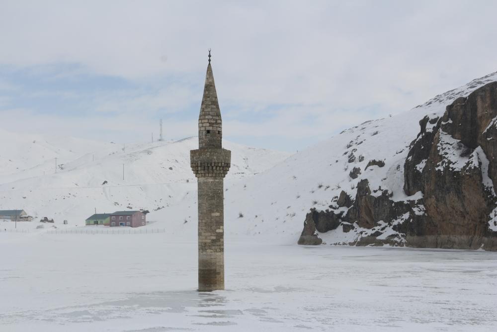 Ağrı'da barajda minare görenler gözlerine inanamıyor galerisi resim 2