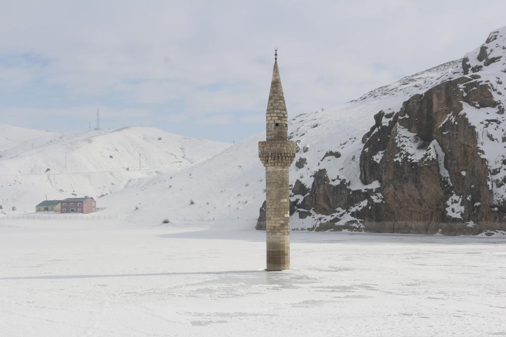 Ağrı'da barajda minare görenler gözlerine inanamıyor galerisi resim 3