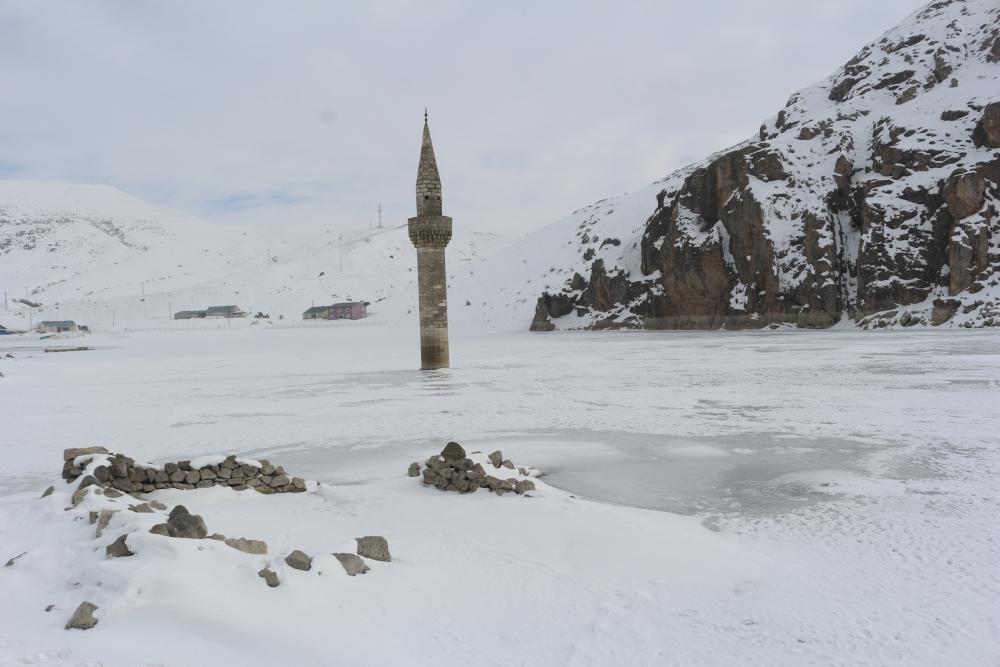 Ağrı'da barajda minare görenler gözlerine inanamıyor galerisi resim 4