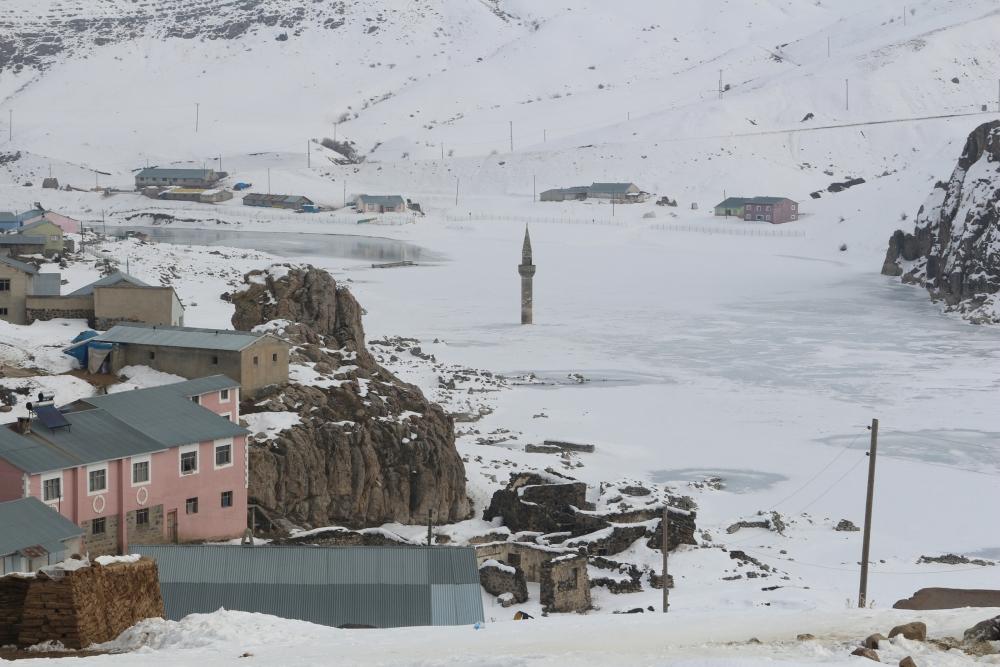 Ağrı'da barajda minare görenler gözlerine inanamıyor galerisi resim 5