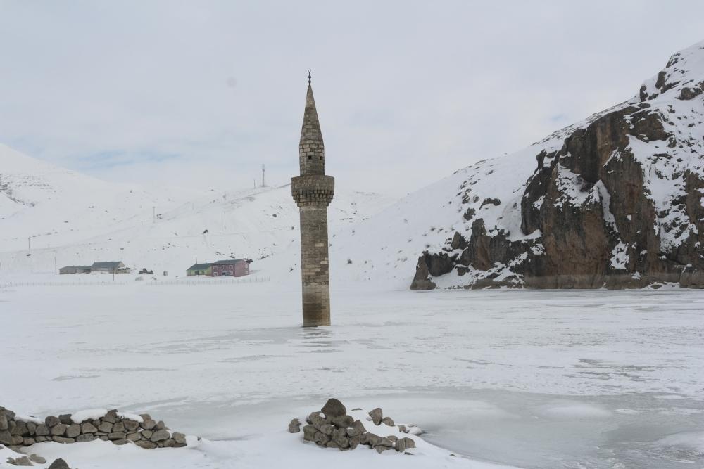 Ağrı'da barajda minare görenler gözlerine inanamıyor galerisi resim 8