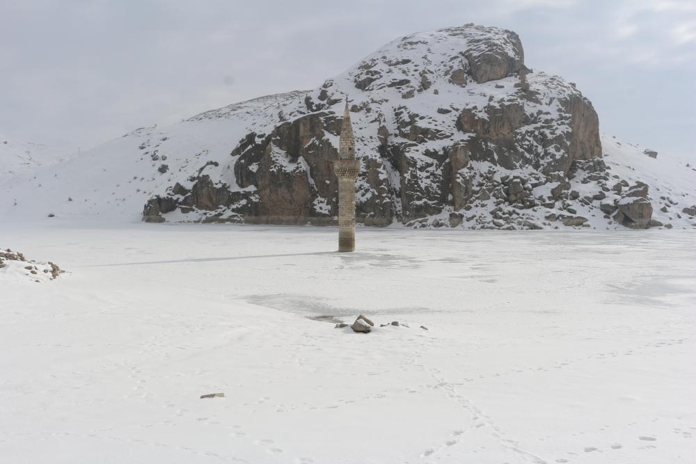 Ağrı'da barajda minare görenler gözlerine inanamıyor galerisi resim 9