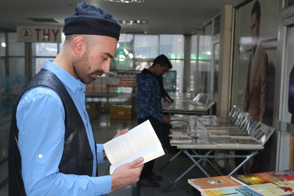 Ağrılı sahafçı kitap satmak için mizaha başvurdu galerisi resim 11