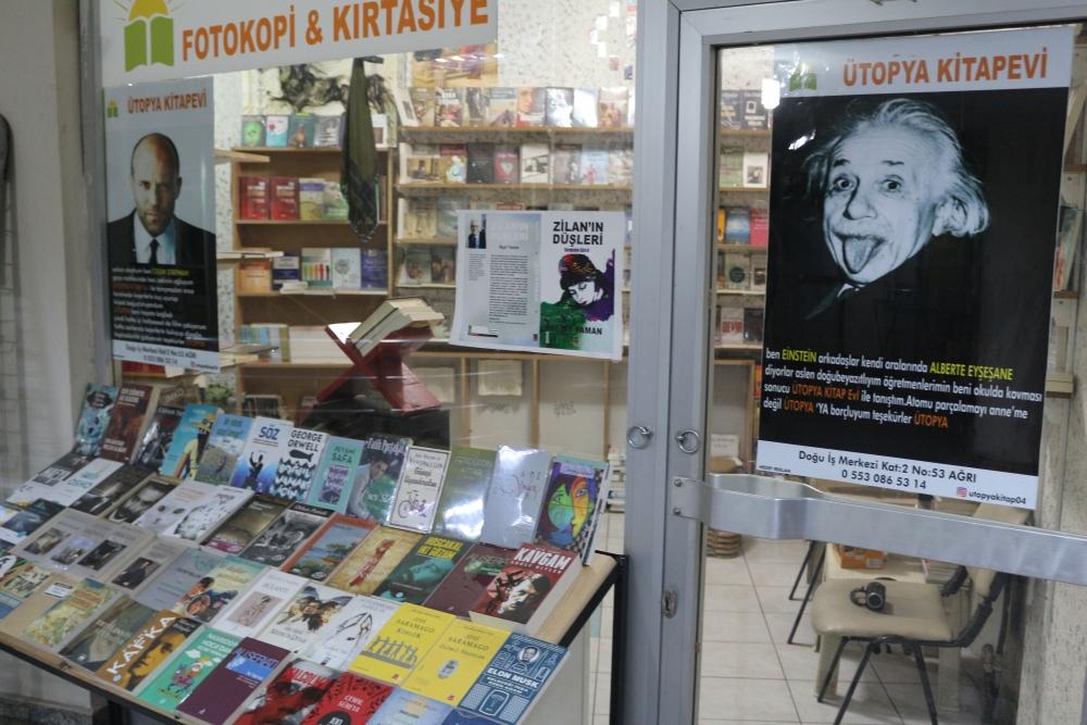 Ağrılı sahafçı kitap satmak için mizaha başvurdu galerisi resim 6