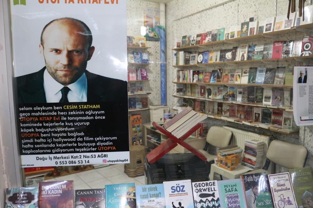 Ağrılı sahafçı kitap satmak için mizaha başvurdu galerisi resim 8
