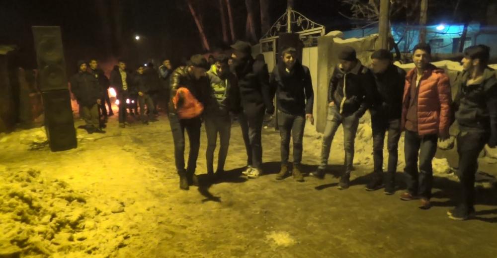 Ağrı'da Kürtçe ve Türkçe şarkılar eşliğinde asker uğurladılar galerisi resim 1