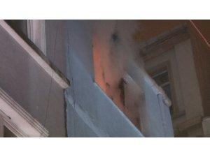 Beyoğlu'nda korkutan yangın: 1 yaralı