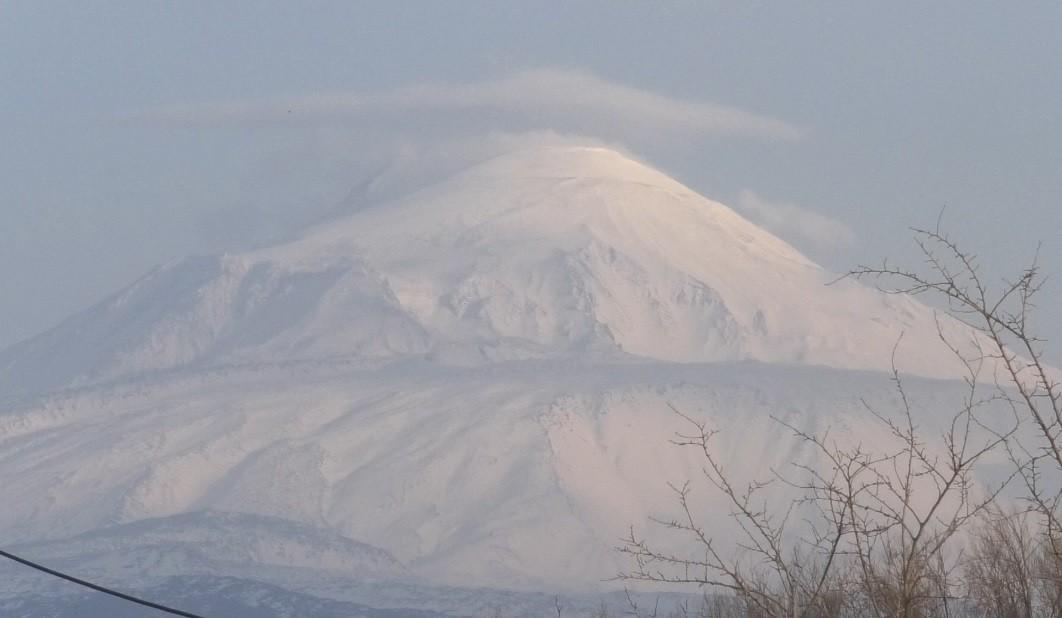 Ağrı Dağı'nda kar erimeye başladı