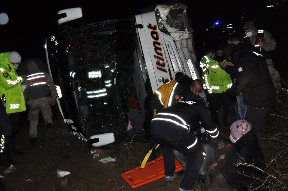 Ağrı otobüsü tarlaya uçtu: 39 yaralı