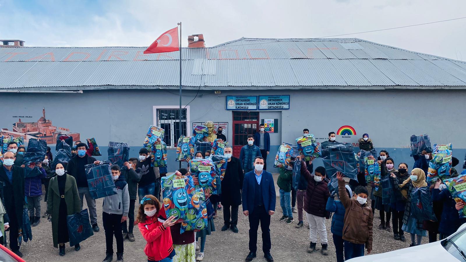 Ağrılı çocuklar Mustafa Konyar'a hayallerini yazıyor