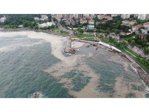 Lodosun kıyıya sürüklediği müsilaj, drone ile havadan görüntülendi