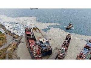 Kartal'da halatı kopması sonucu başka bir gemiye çarpan gemi, drone ile havadan görüntülendi