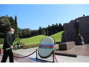 Cumhurbaşkanı Erdoğan, merhum Cumhurbaşkanı Haydar Aliyev'in kabrini ziyaret etti
