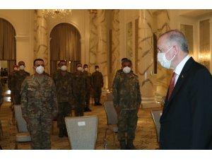 Cumhurbaşkanı Erdoğan, Azerbaycan Görev Grubu'ndaki askerlerle bir araya geldi
