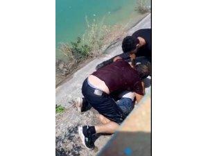 Sulama kanalına düşen çocuğu servis şoförü kurtardı
