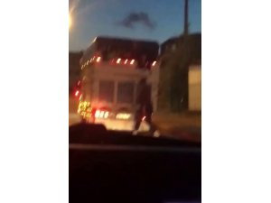 Pendik'te kamyonet arkasında tehlikeli yolculuk