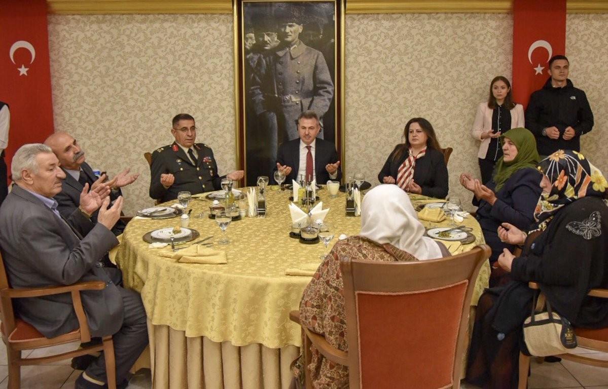 Vali Elban, şehit aileleri ve gazilerle iftarda buluştu