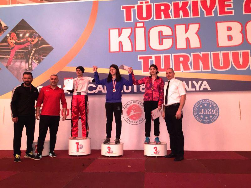 Ağrı'da kick boks dalında Öykü Çağla Alıcıaslan madalya kazan ilk sporcu oldu