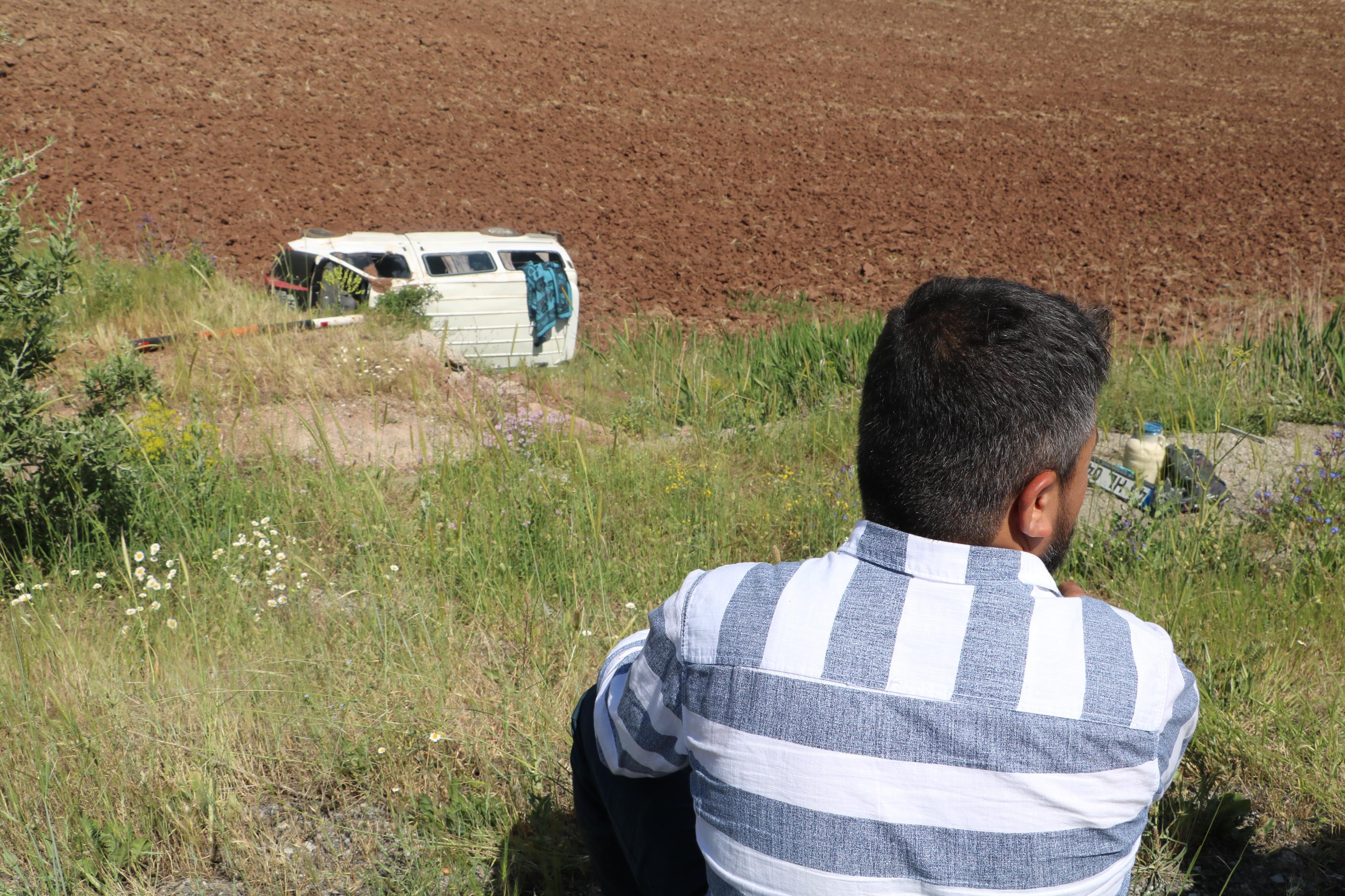 Ağrı'dan Denizli'ye giden minibüs şarampole uçtu 2'si bebek 16 yaralı