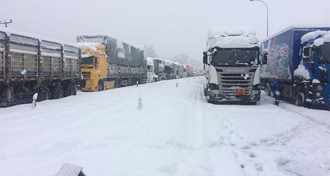 Adana'da yolllar kapandı
