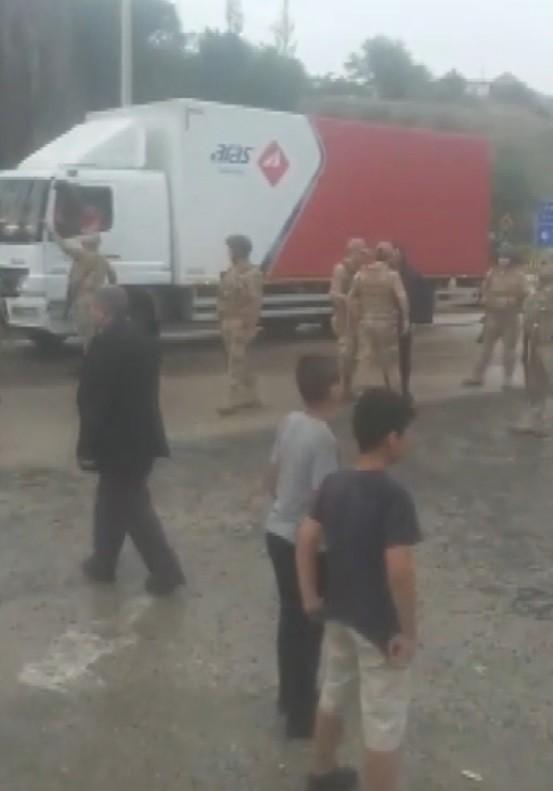 Ağrı Kars Karayolu'nu Trafiğe Kapattılar