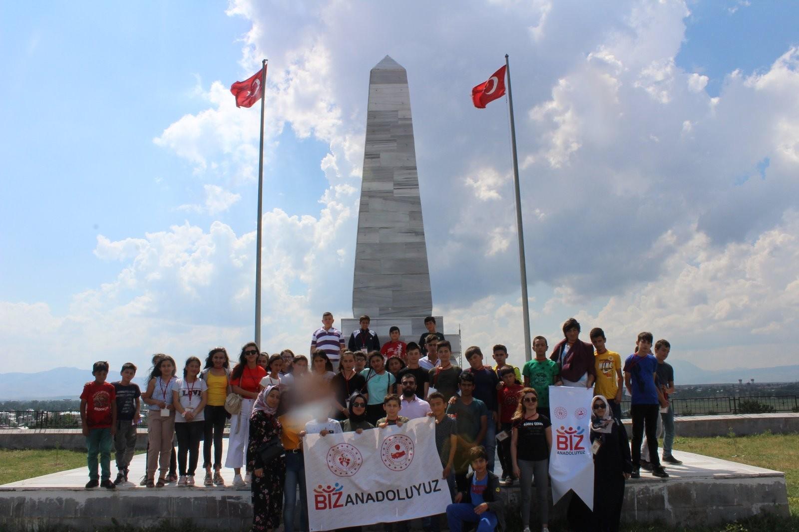 Kırıkkale'den gelen 40 kişilik öğrenci kafilesi Ağrı'yı gezdi