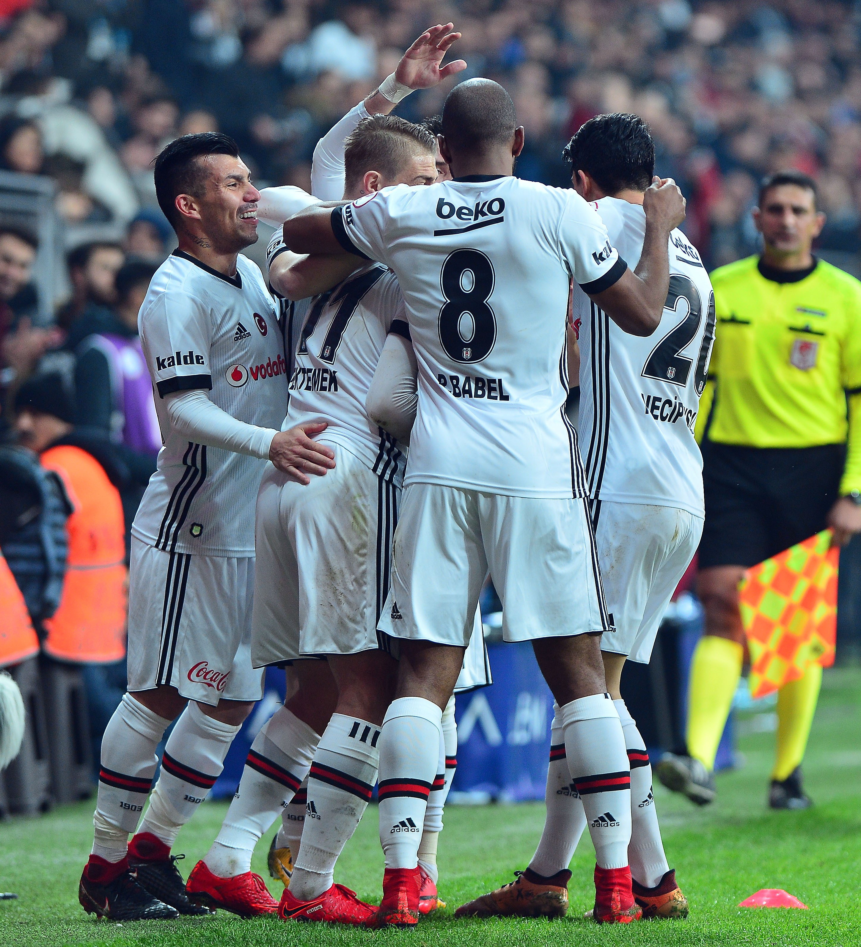 Beşiktaş tur kapısını araladı