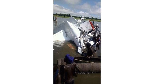 Uçak düştü çok sayıda ölü var