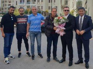 Denizlispor yönetimi Yücel İldiz'i çiçeklerle uğurladı