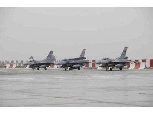 Türk savaş uçakları 30 km derinliğe kadar indi, hedefler imha edildi