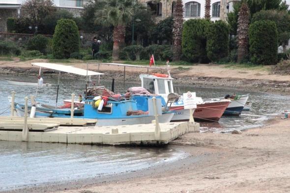 Muğla'da deniz çekildi