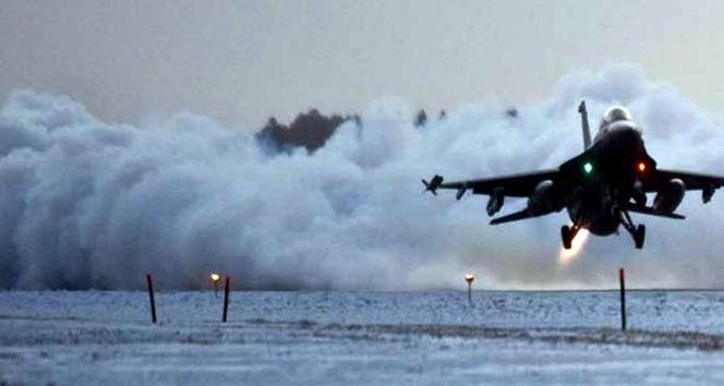Suriye'de hava saldırısı: 32 ölü