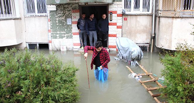 Adıyaman'da Evleri Su Bastı! Mahsur Kalanlar Var