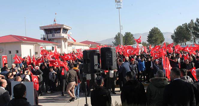 Siirtliler komandoları Afrin'e uğurladı