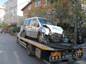 Kaçan sürücüyü kovalayan polis otosu kaza yaptı: 1 polis yaralı
