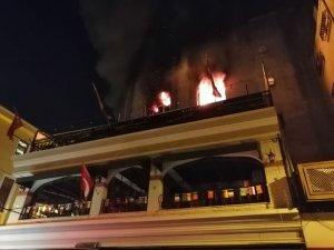 Kadıköy'de 5 katlı binada korkutan yangın