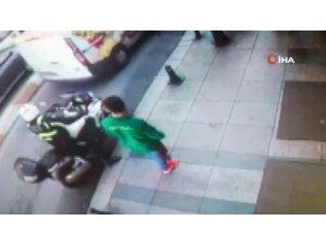 Taksim'de otomobil, motosikletli trafik polisine çarptı