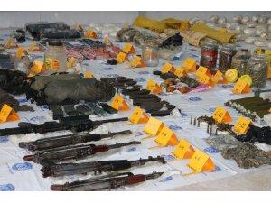 Diyarbakır'da teröristlere ait cephane ele geçirildi: 22 gözaltı