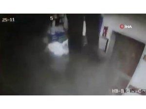 Hastanede inanılmaz olay: Teknisyen bir anda tavandan düştü