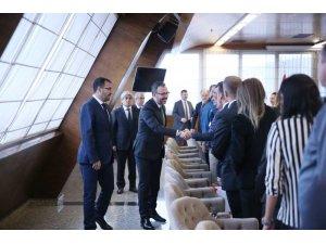 Bakan Kasapoğlu, Büyük Atatürk Koşusu'nu kazanan milli atletleri ağırladı
