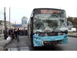 Gaziosmanpaşa'da halk otobüsü kaza yaptı: 4 yaralı