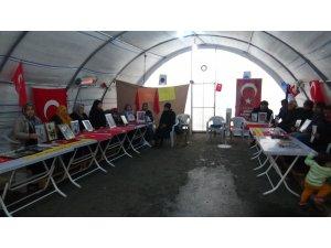 HDP önündeki ailelerin evlat nöbeti 103'üncü gününde