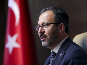 Bakan Kasapoğlu, İstiklal Marşı'nın yarıda kesilmesine tepki gösterdi