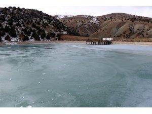 Buz tutan Ergan Dağı kartpostallık görüntü oluşturdu