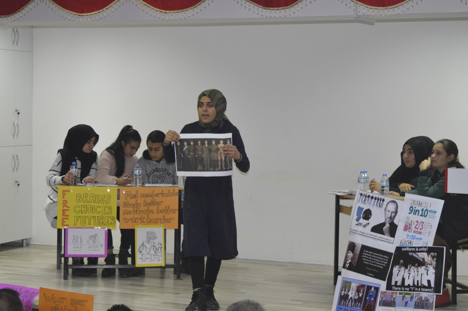 Ağrı'da İlk kez öğrenciler İngilizce münazarada ter döktü