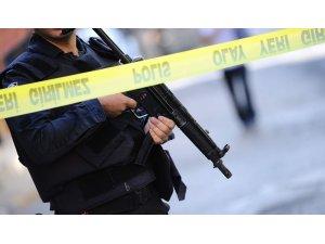 Teröristler Vanlı iş adamının evine ses bombası attı