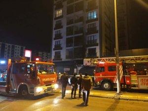Pendik'te Avize dükkanında korkutan yangın
