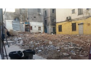 Beyoğlu'nda tarihi bina tamamen yıkıldı