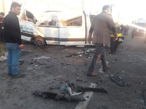 Samsun'da öğrenci servisi takla attı: Yaralılar var